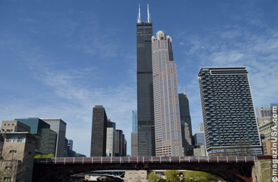 Am Chicago River: Willis Tower, 311 S Wacker, 235 van Buren